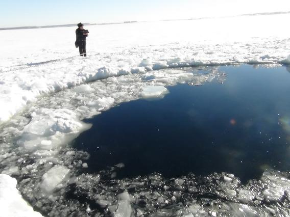 Russian meteorite hits lake